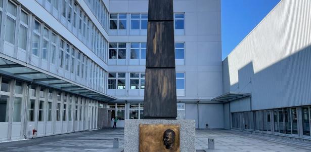 Obelisk Burkhart Grob